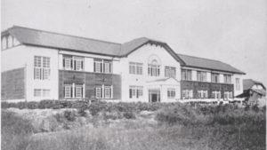 開校時の校舎