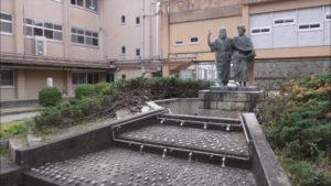 創立50周年を記念し、賢義の庭に「アテネの学童」像設置